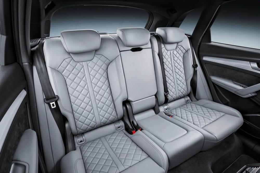 Đánh giá xe Audi Q5 2017: Hàng ghế sau 1