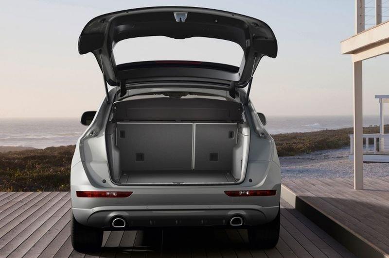Đánh giá xe Audi Q5 2017: Thể tích khoang hành lý đạt 824 lít và có thể tăng lên 1.623 lít khi gập hàng ghế sau 1