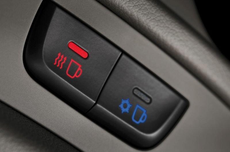 Đánh giá xe Audi Q5 2017: Chế độ giữ nước uống nóng, lạnh1
