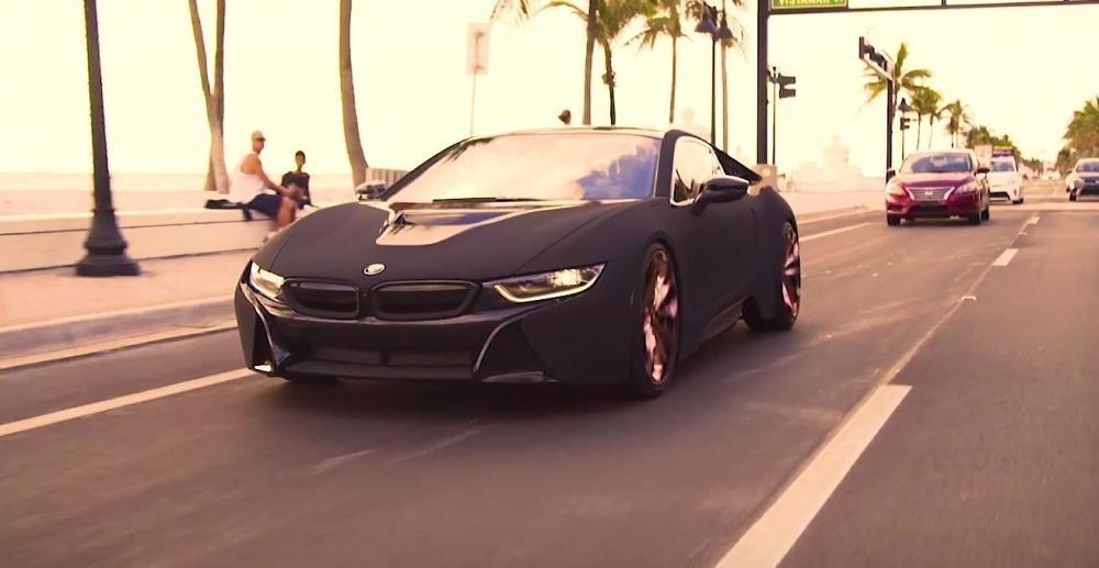 BMW i8 qua tay Austin Mahone, lần đầu được bọc nhung.