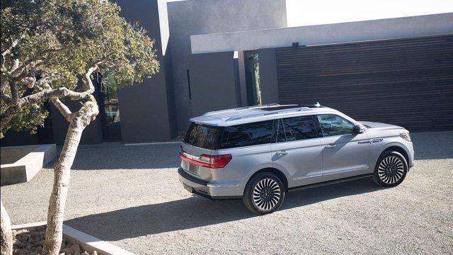 Đánh giá xe Lincoln Navigator 2018 về trang bị an toàn.