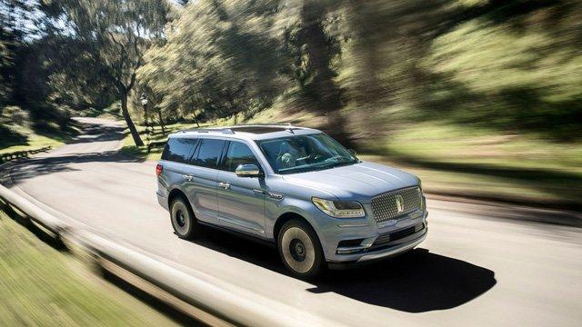 Lincoln Navigator 2019 lăn bánh trên đường
