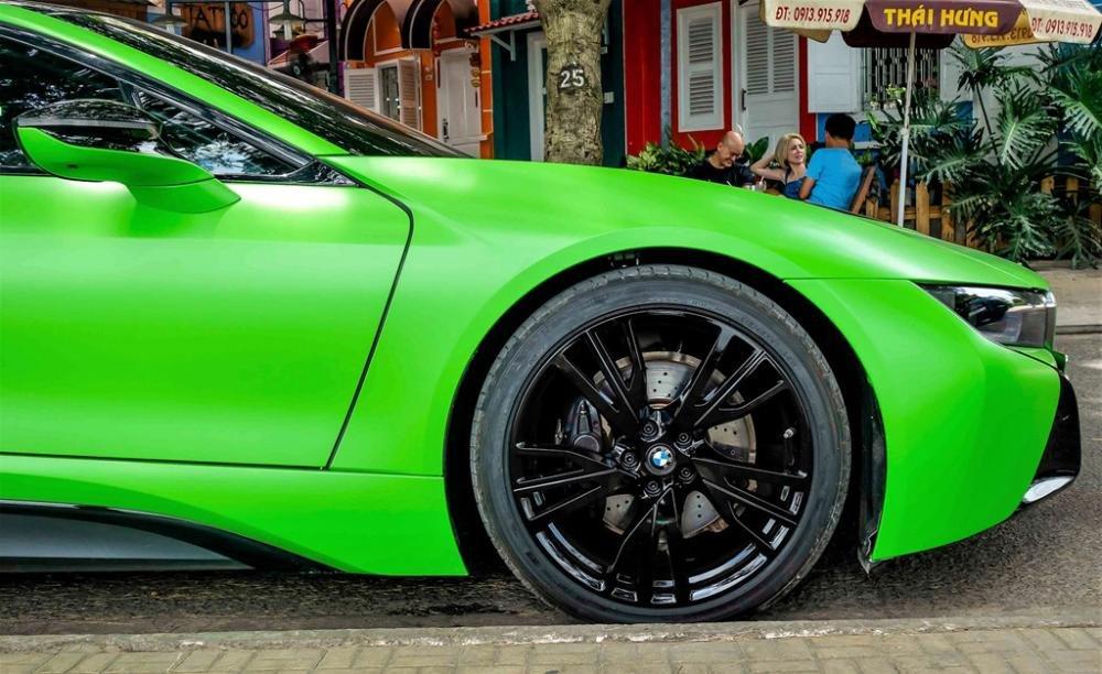 BMW i8 xanh cốm 5.