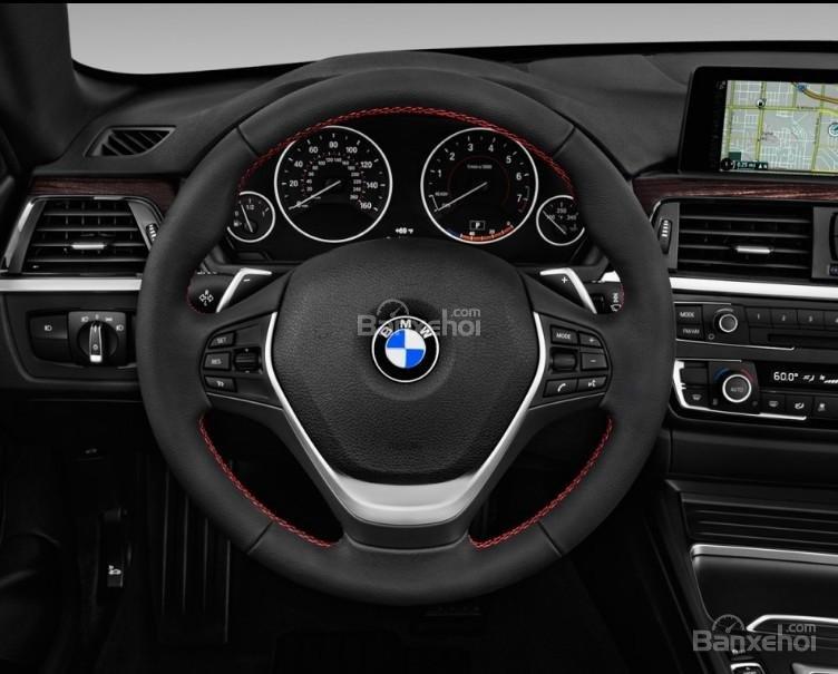 Đánh giá xe BMW 4-Series 2017: Vô lăng xe bọc da.