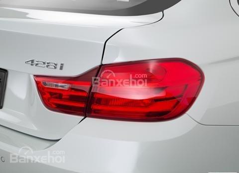 Đánh giá xe BMW 4-Series 2017: Đèn hậu thiết kế theo kiểu thông thường.