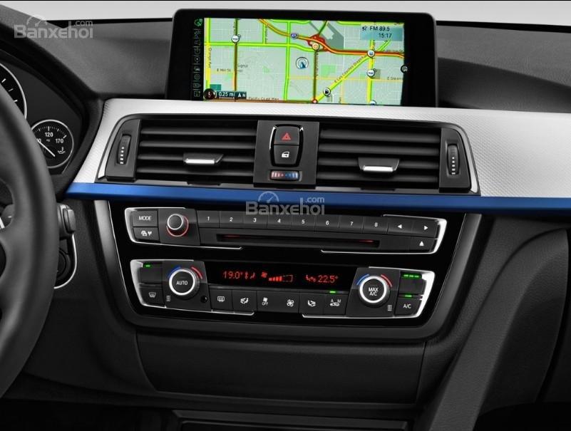 Đánh giá xe BMW 4-Series 2017: Xe được trang bị nhiều tiện ích.