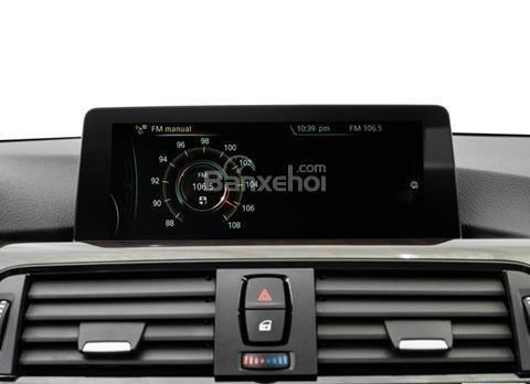 Đánh giá xe BMW 4-Series 2017: Màn hình cảm ứng trong xe.