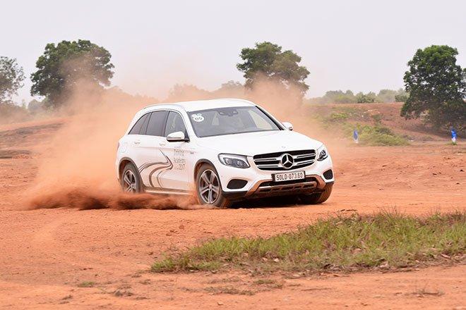 Mercedes-Benz tổ chức khóa đào tạo lái xe an toàn cho hơn 500 học viên Việt Nam