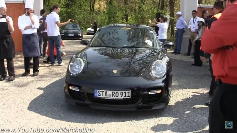 Loạt siêu xe tụ tập tại Cars & Coffee, gầm vang khắp đất Ý.