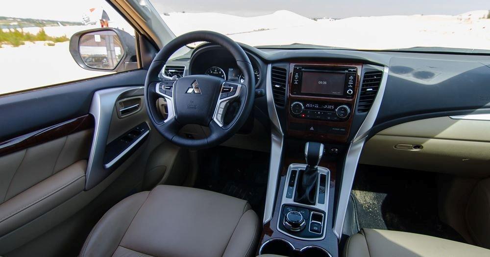 Mitsubishi Pajero Sport 2017 được trang bị nhiều trang bị tiện nghi đáng chú ý.