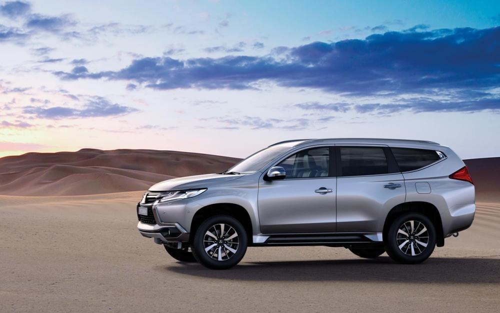 So sánh thân xe Toyota Fortuner 2017 và Mitsubishi Pajero Sport 2017 2