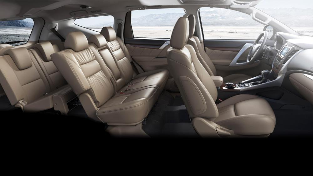 Đánh giá xe Mitsubishi Pajero Sport 2017: Hệ thống ghế ngồi bọc da cao cấp được gia công tỉ mỉ.