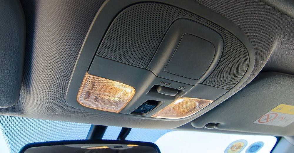 Đánh giá xe Mitsubishi Pajero Sport 2017: Đèn nội thất.