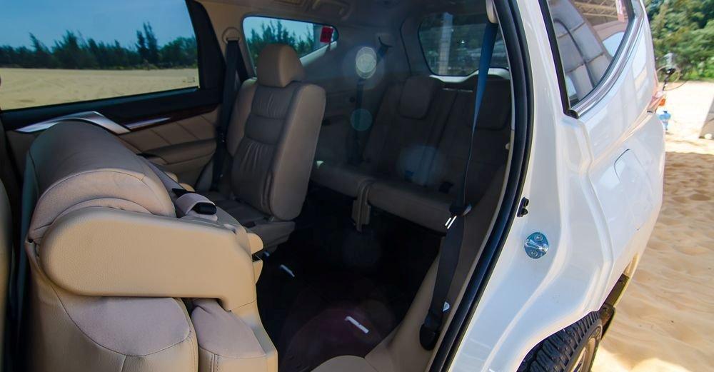Đánh giá xe Mitsubishi Pajero Sport 2017: Hàng ghế 2+3 có thể gập linh hoạt tùy mục đích sử dụng.