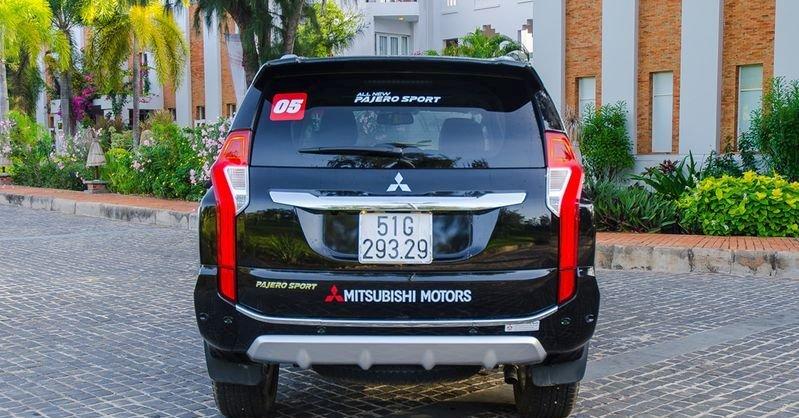 Đánh giá xe Mitsubishi Pajero Sport 2017: Đuôi xe tạo nên dấu ấn riêng với cặp đèn hậu thanh mảnh.