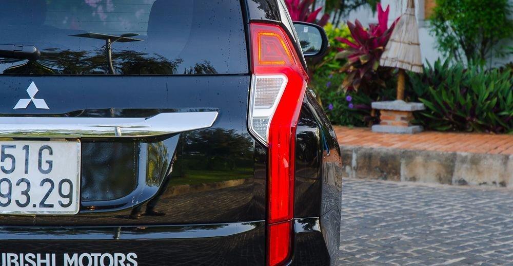 Đánh giá xe Mitsubishi Pajero Sport 2017: Đuôi xe tạo nên dấu ấn riêng với cặp đèn hậu thanh mảnh a1