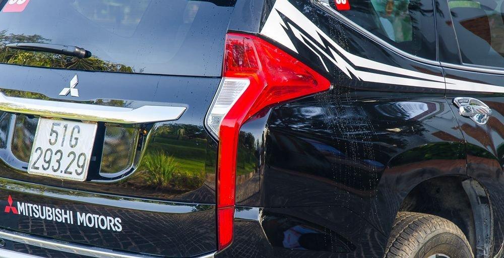 Đánh giá xe Mitsubishi Pajero Sport 2017: Đuôi xe tạo nên dấu ấn riêng với cặp đèn hậu thanh mảnh a2