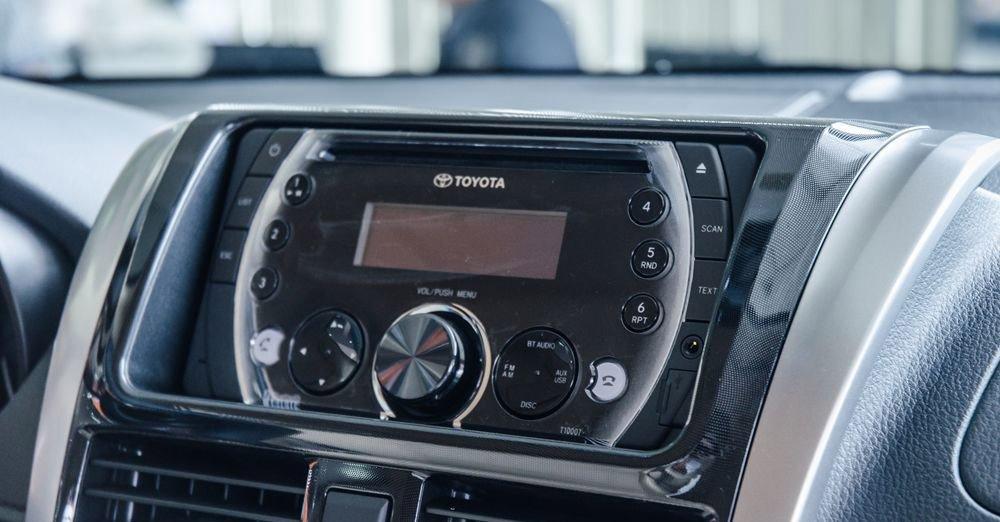 Đánh giá xe Toyota Vios 2017 có đầu đĩa CD, dàn âm thanh 6 loa.