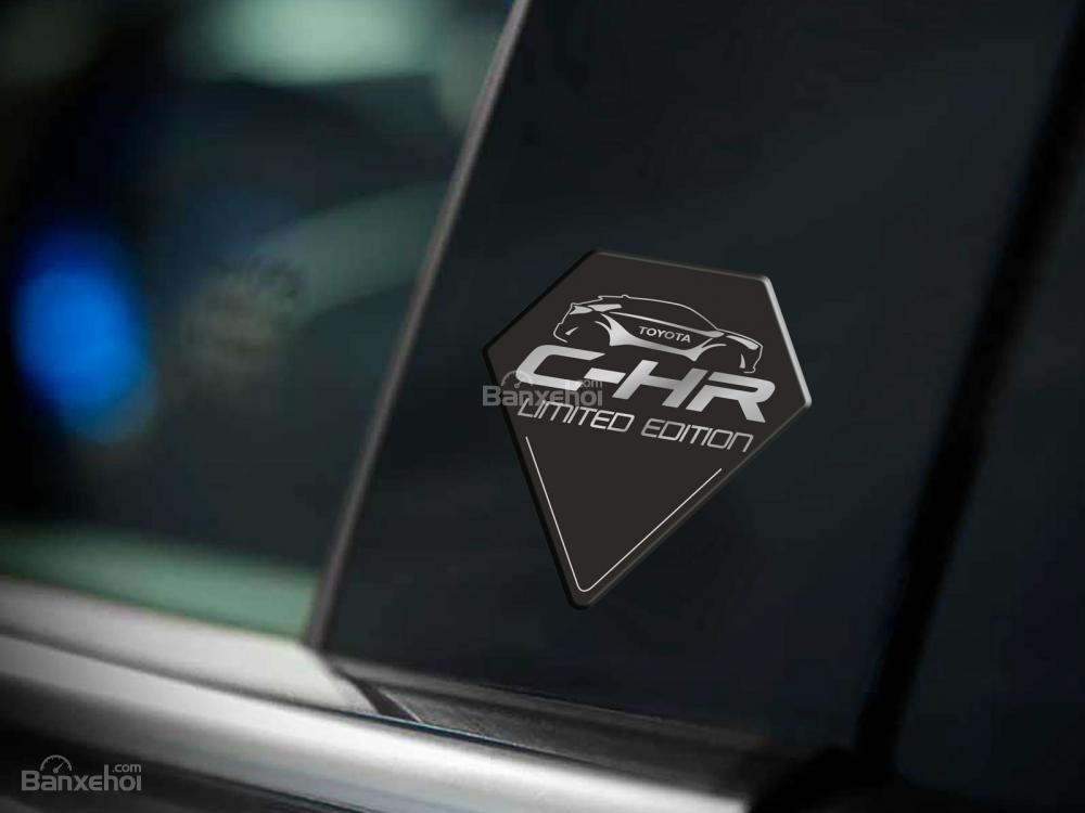 Toyota C-HR Limited Edition giới hạn chỉ 100 xe có giá 856 triệu đồng a5