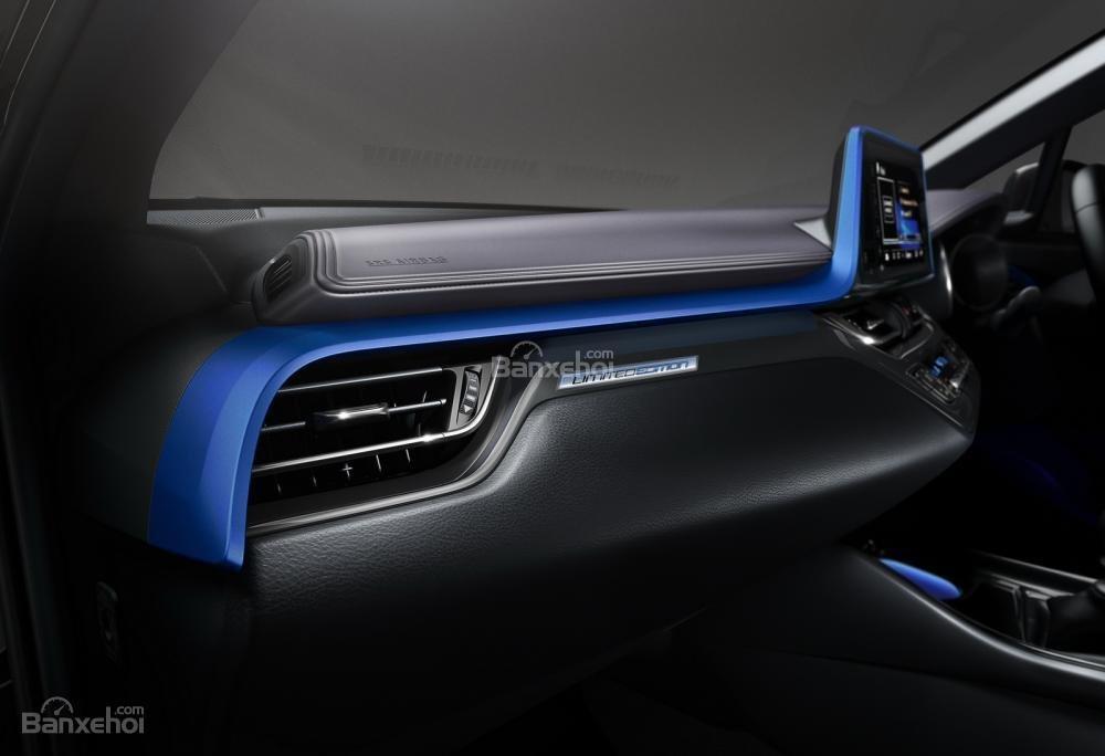 Toyota C-HR Limited Edition giới hạn chỉ 100 xe có giá 856 triệu đồng a3