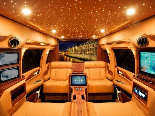 Ngắm nội thất xa xỉ trong mơ trên Cadillac Escalade độ.