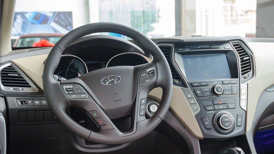 So sánh xe Hyundai SantaFe 2016 và Ford Everest 2016 về trang bị giải trí 4