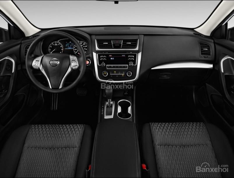 Đánh giá xe Nissan Altima 2017: Nội thất của xe khá sang trọng.