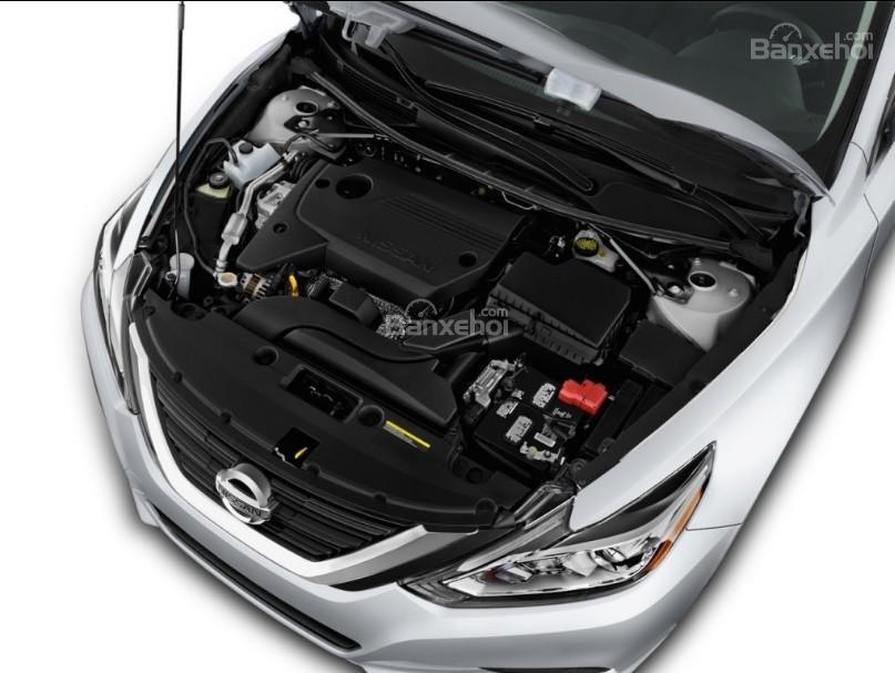 Đánh giá xe Nissan Altima 2017: Xe được trang bị động cơ 4 xi lanh.
