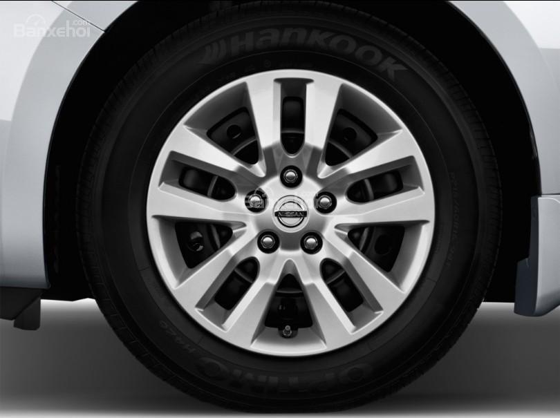 Đánh giá xe Nissan Altima 2017: Mâm xe hợp kim.