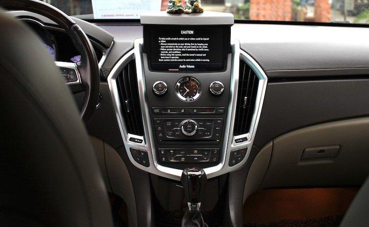 Cadillac SRX 8.