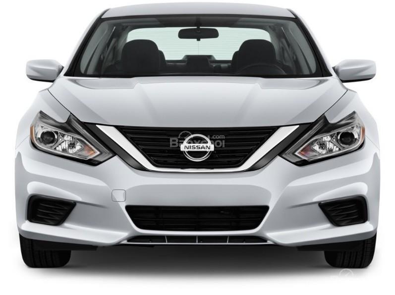 Đánh giá xe Nissan Altima 2017: Đầu xe được thiết kế đẹp mắt.