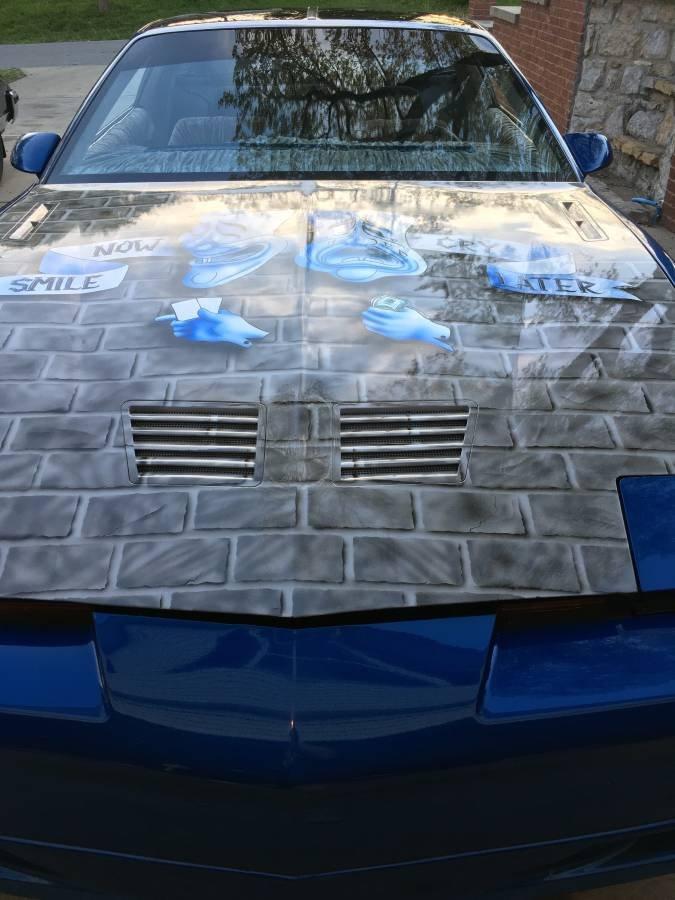 Đầu xe Pontiac Firebird Trans Am.