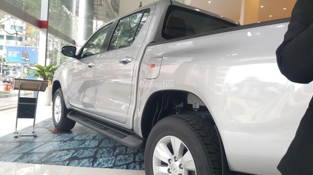 Bán Toyota Hilux 2.4E 2017 mạnh mẽ, tính tế, nhập khẩu nguyên chiếc từ Thái Lan-1