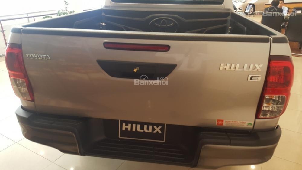 Bán Toyota Hilux 2.4E 2017 mạnh mẽ, tính tế, nhập khẩu nguyên chiếc từ Thái Lan-3