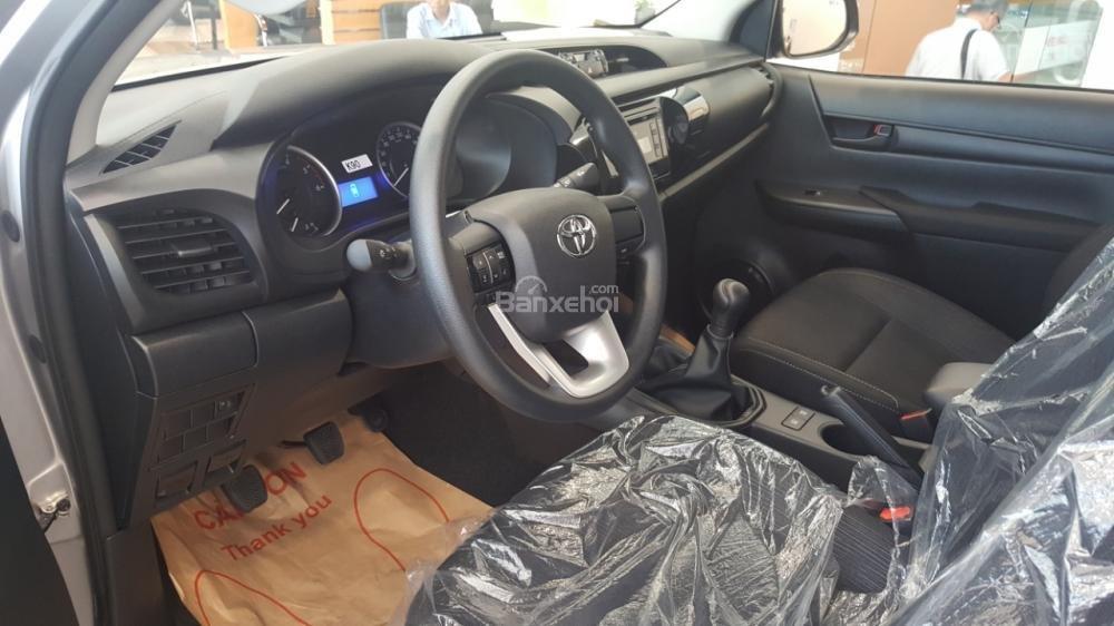Bán Toyota Hilux 2.4E 2017 mạnh mẽ, tính tế, nhập khẩu nguyên chiếc từ Thái Lan-5