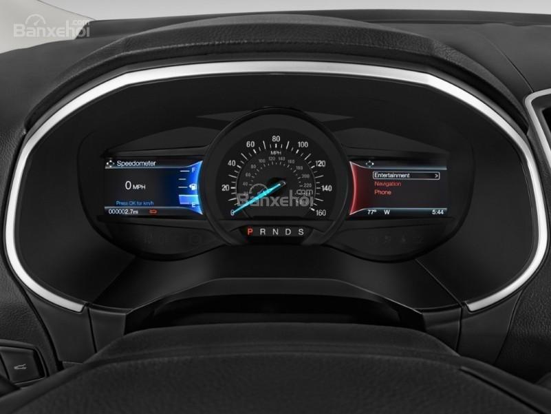 Đánh giá xe Ford Edge 2017: Cụm đồng hồ trên xe.