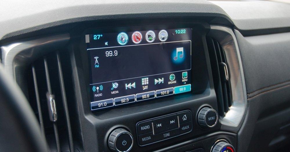 Đánh giá xe Chevrolet Colorado 2017: Màn hình cảm ứng 7 inch tiêu chuẩn.