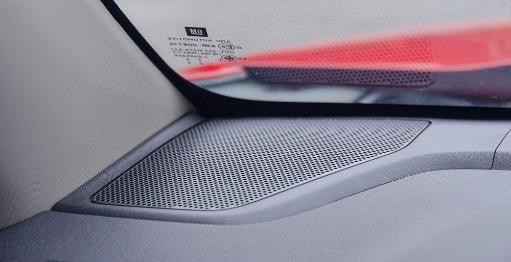 Đánh giá xe Chevrolet Colorado 2017: Dàn âm thanh 4 loa tiêu chuẩn.