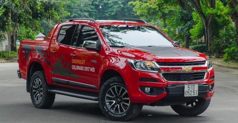 Đầu xe Chevrolet Colorado 2017 là sự tổng hòa các đường nét tinh tế của SUV và khỏe khoắn của bán tải.