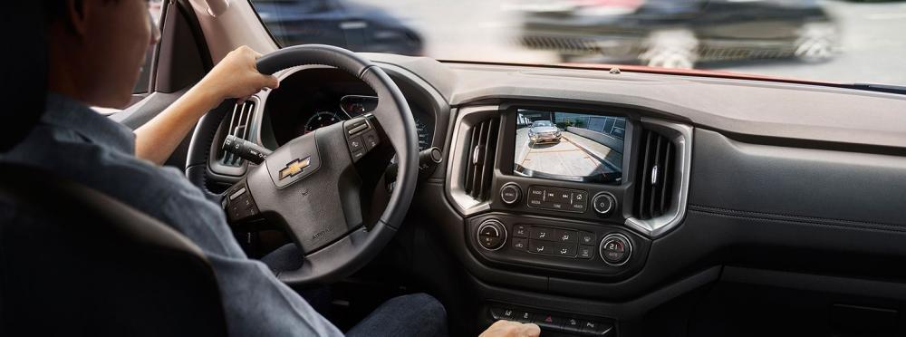 Đánh giá xe Chevrolet Colorado 2017: Có danh sách dài các công nghệ an toàn a3