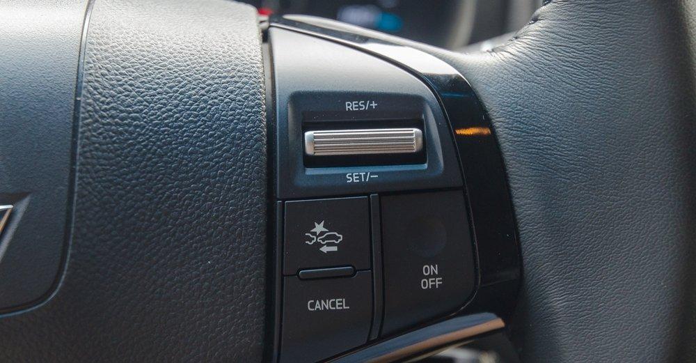 Đánh giá xe Chevrolet Colorado 2017: Vô-lăng tích hợp các nút điều khiển chức năng a2