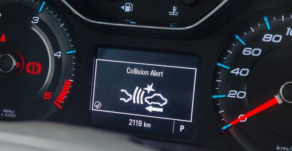 Đánh giá xe Chevrolet Colorado 2017: Bảng đồng hồ hiển thị mới, trẻ trung và cá tính hơn a2