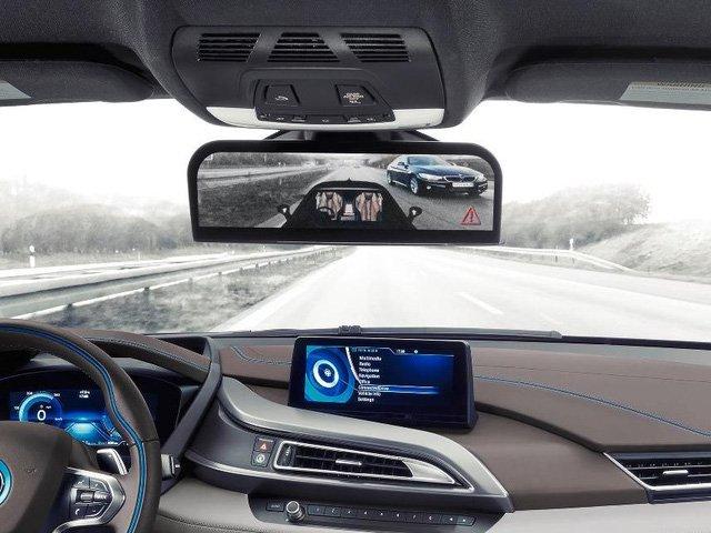 Ba camera có thể hỗ trợ tài xế quan sát hai bên và phía sau xe tốt hơn.