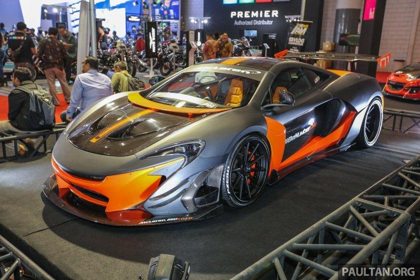 Siêu xe McLaren 650S GTR trong lớp sơn đen nhám kết hợp với vàng/cam bóng.