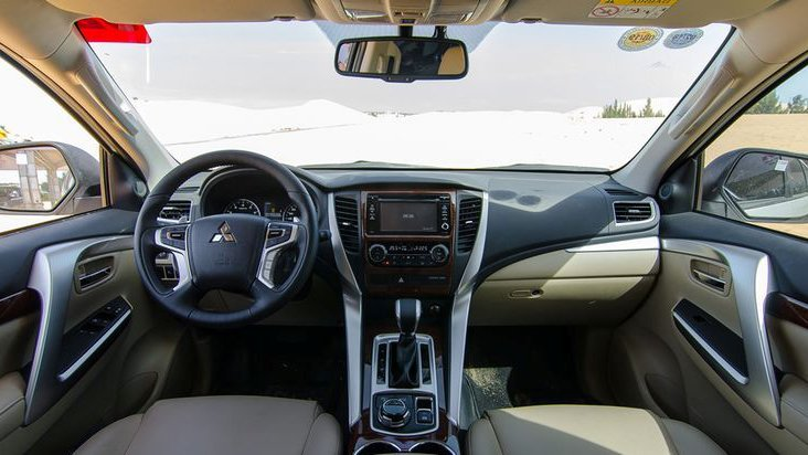 So sánh nội thất Ford Everest 2017 và Mitsubishi Pajero Sport 2017 - Xe Nhật tốt ghế ngồi, xe Mỹ tốt không gian.