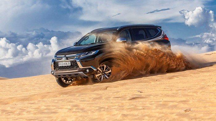So sánh khả năng vận hành của xe Toyota Fortuner 2017 và Mitsubishi Pajero Sport 2017 - Xe off-road đại thắng.
