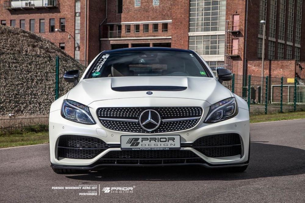 Thân xe Mercedes-AMG C63 hầm hố hơn bởi wide bodykit