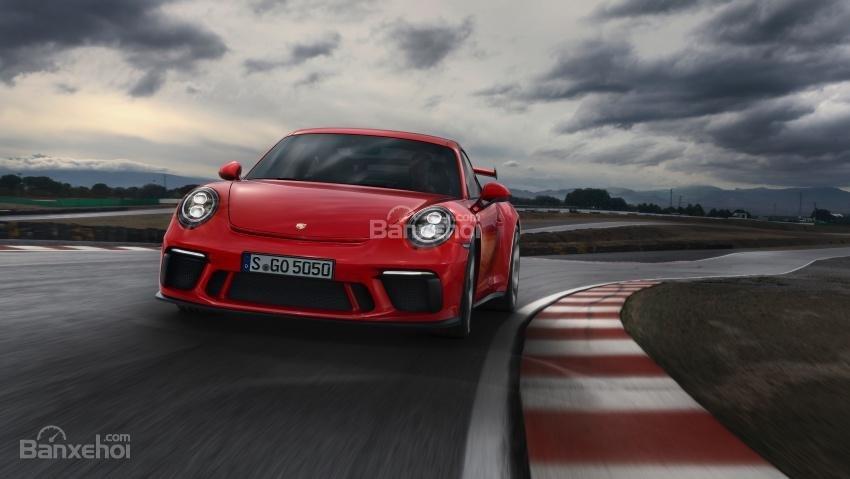 Porsche 911 GT3 2018 nhanh hơn đời trước 12 giây tại Nurburgring.