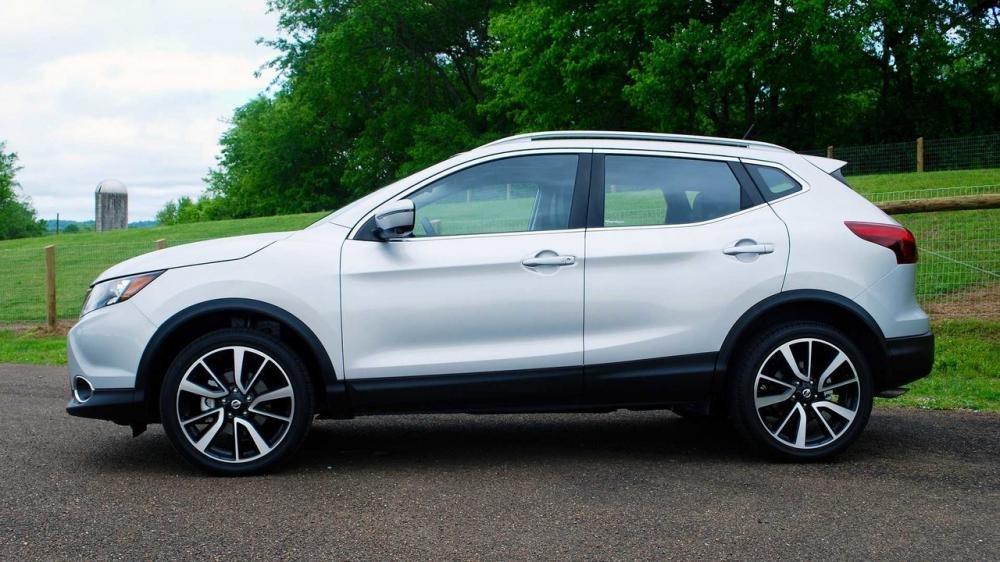 Đánh giá xe Nissan Qashqai 2017 về thân.