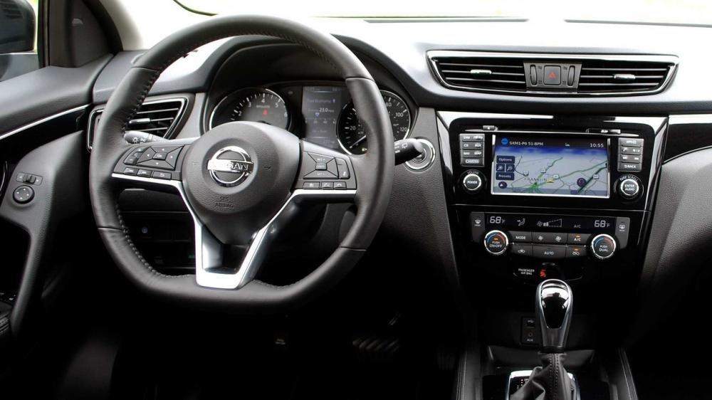 Đánh giá xe Nissan Qashqai 2017 về không gian cabin.